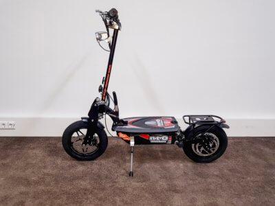 Elektrischer Roller Nitro Roadster mit 14 Zoll Reifen
